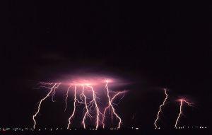 800px-Cloud-to-ground_lightning2_-_NOAA