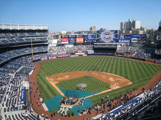 800px-Yankee_Stadium_2009